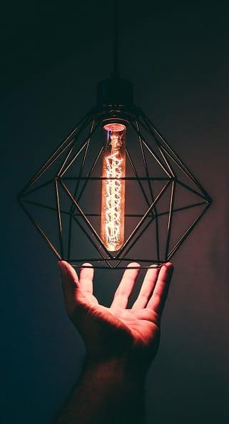 L'électricité est omniprésente et il n'est plus possible de s'en passer. Crédits: Victor Freitas sur Pexels.com