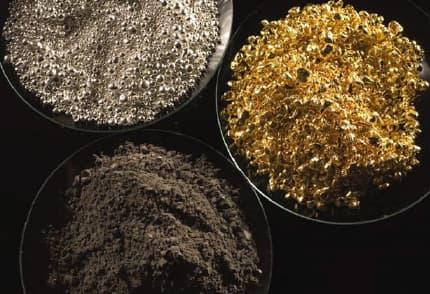 Minerais d'or, d'argent et de palladium
