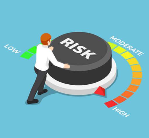 Homme réglant le niveau de risque