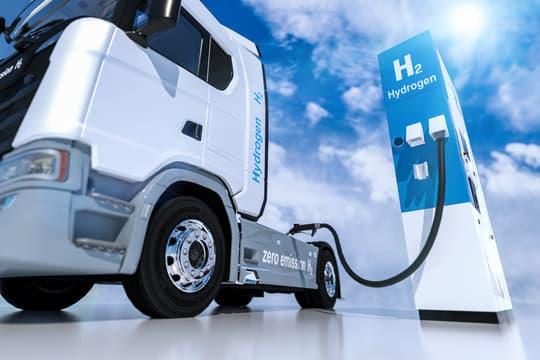 Camion rechargeant son hydrogène